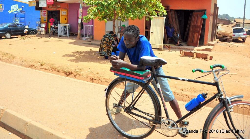 """אופניים הם כלי תחבורה חשוב באפריקה. קצת ירד מגדולתו לאחר כניסת ה""""בודה-בודה"""" - האופנוע מונית. עדיין שימוש באופניים באוגנדה, בעיקר בכפרים הרחוקים הוא דבר נפוץ, בדר""""כ זול מהבודה-בודה בחצי מחיר לקילומטר (בודה בודה לוקח 1000 שילינג לקילומטר, אופניים בדר""""כ חצי)"""