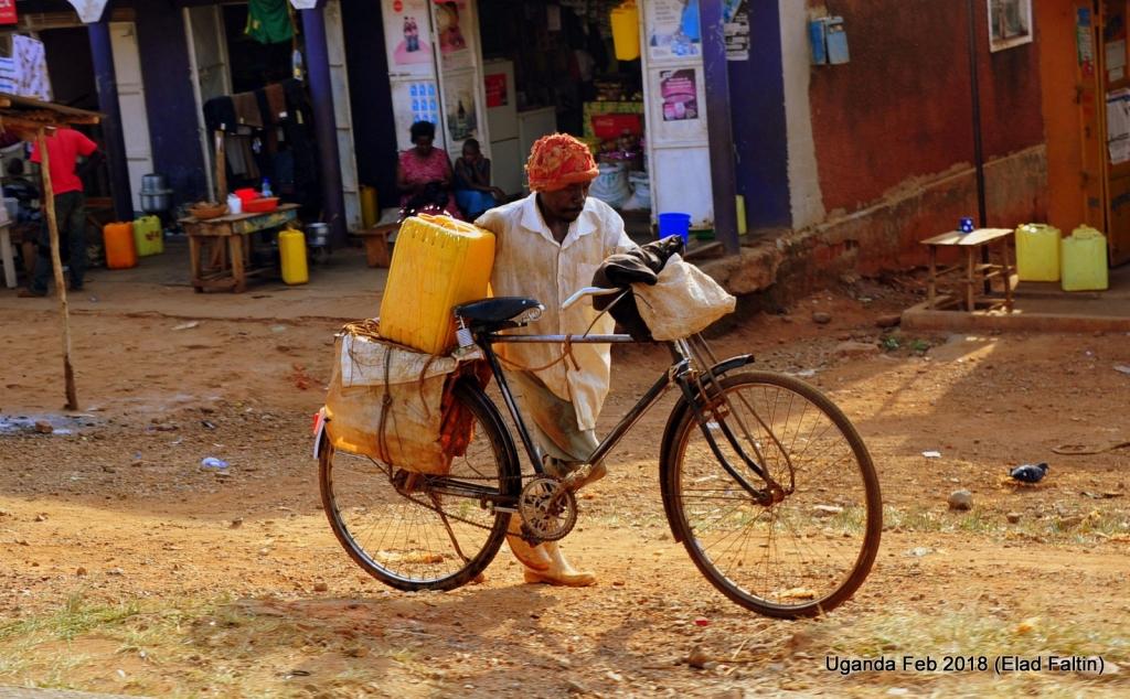 מים זורמים אוגנדה אפריקה