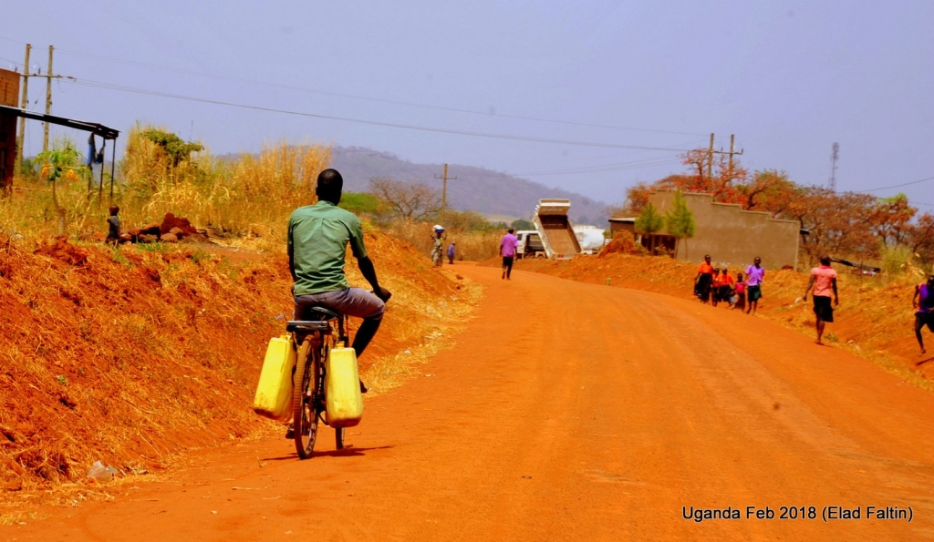 דרכי העפר - אוגנדה אפריקה